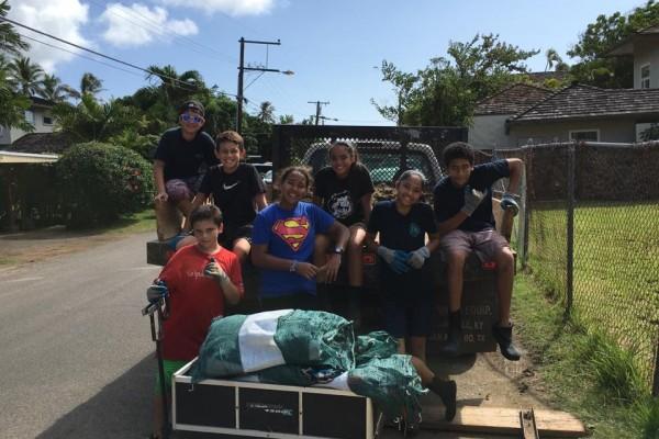 Huki Volunteers Loading Up The Truck With Algae